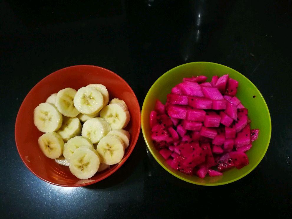 火龙果香蕉奶昔的做法步骤
