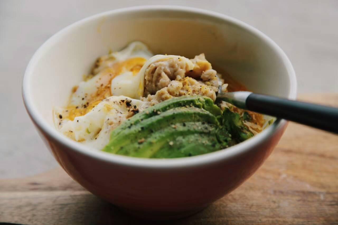 牛油果鸡蛋燕麦粥的做法_【图解】牛油果鸡蛋燕麦粥做