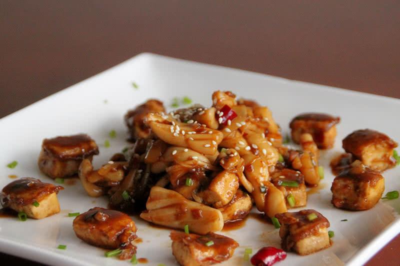 酱鱿鱼烩豆腐的做法图解3