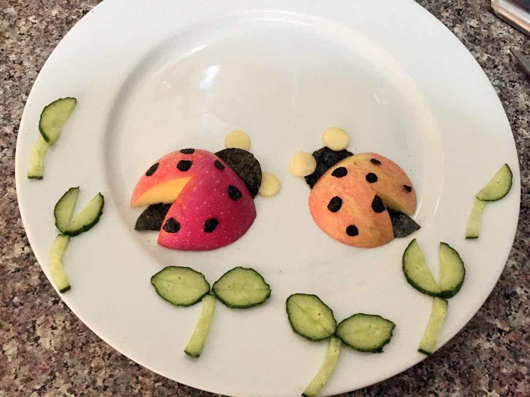 水果拼盘~可爱的瓢虫宝宝