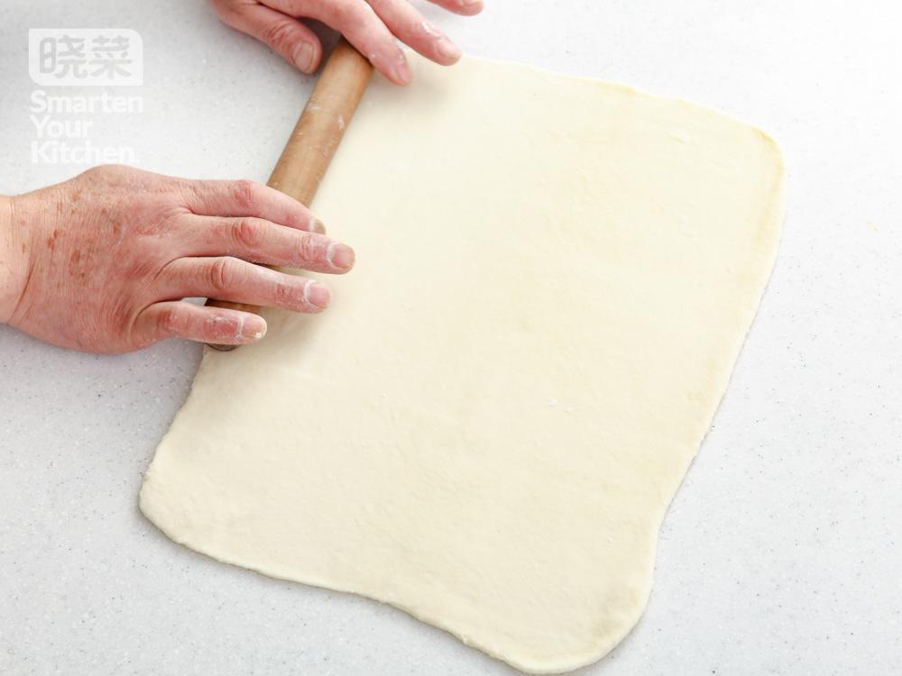 烤鸭薄饼包京酱牛肉丝的做法步骤 6.