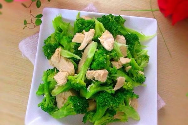 减脂增肌食谱-西兰花炒鸡胸肉的做法