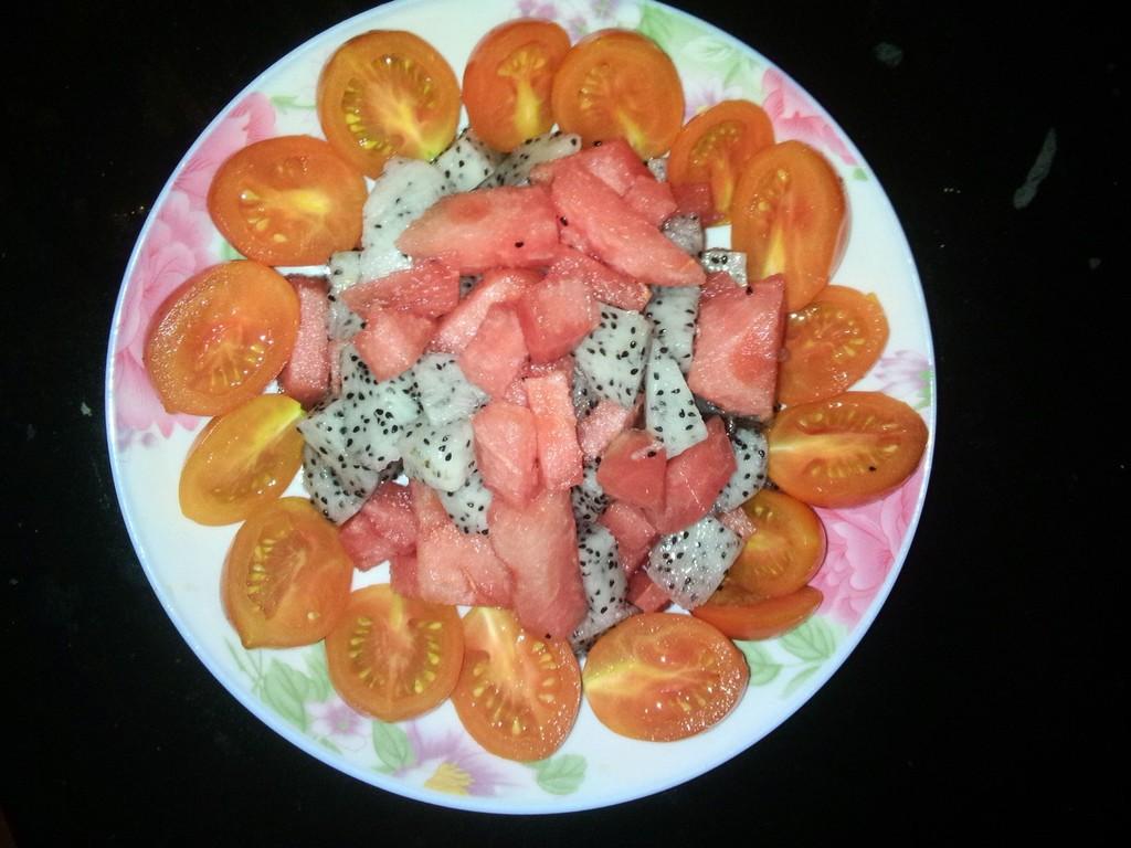 小西红柿适量 火龙果一个图片
