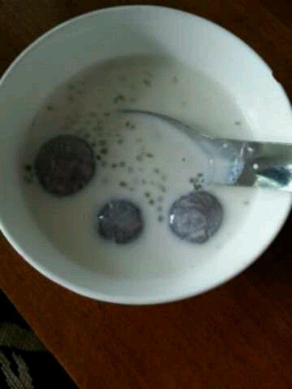 西米牛奶汤圆的做法步骤 1.