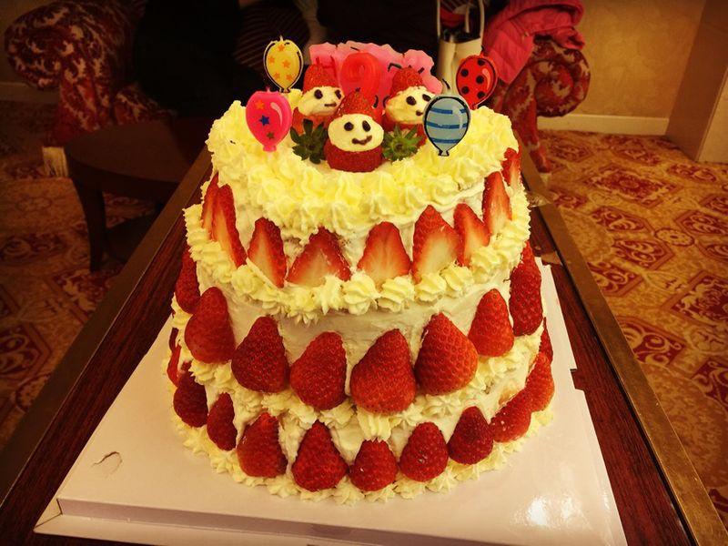 三层生日蛋糕