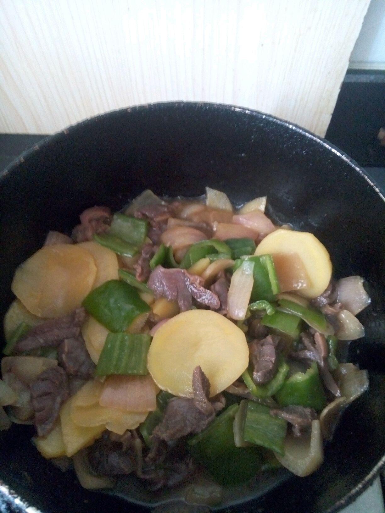 洋葱土豆青椒炒鸭肫(附切洋葱方法)的做法图解8