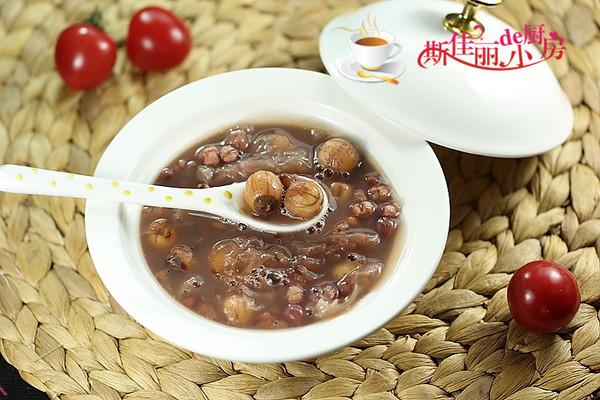 莲子红豆薏米银耳羹的做法