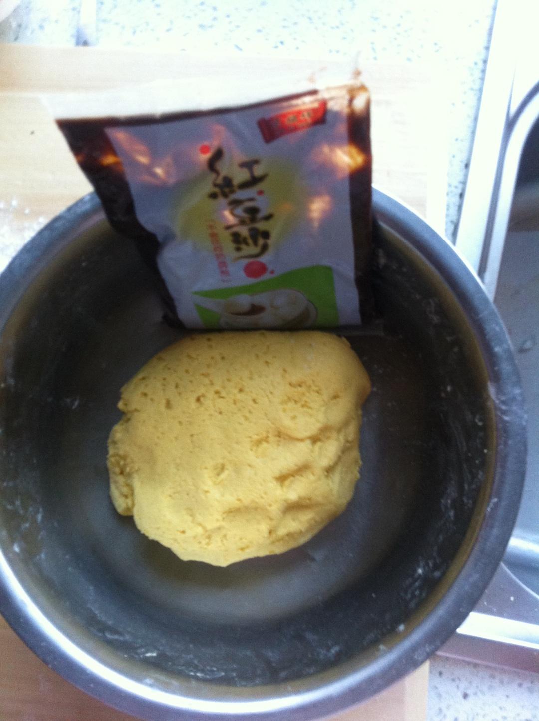 玉米面豆沙包的做法图解1