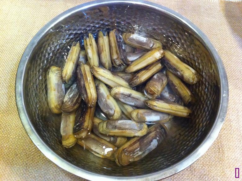 【豉椒炒蛏子】——小海鲜的惹味吃法的做法图解1