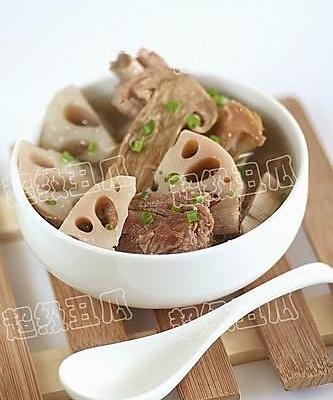 松茸莲藕排骨汤的做法