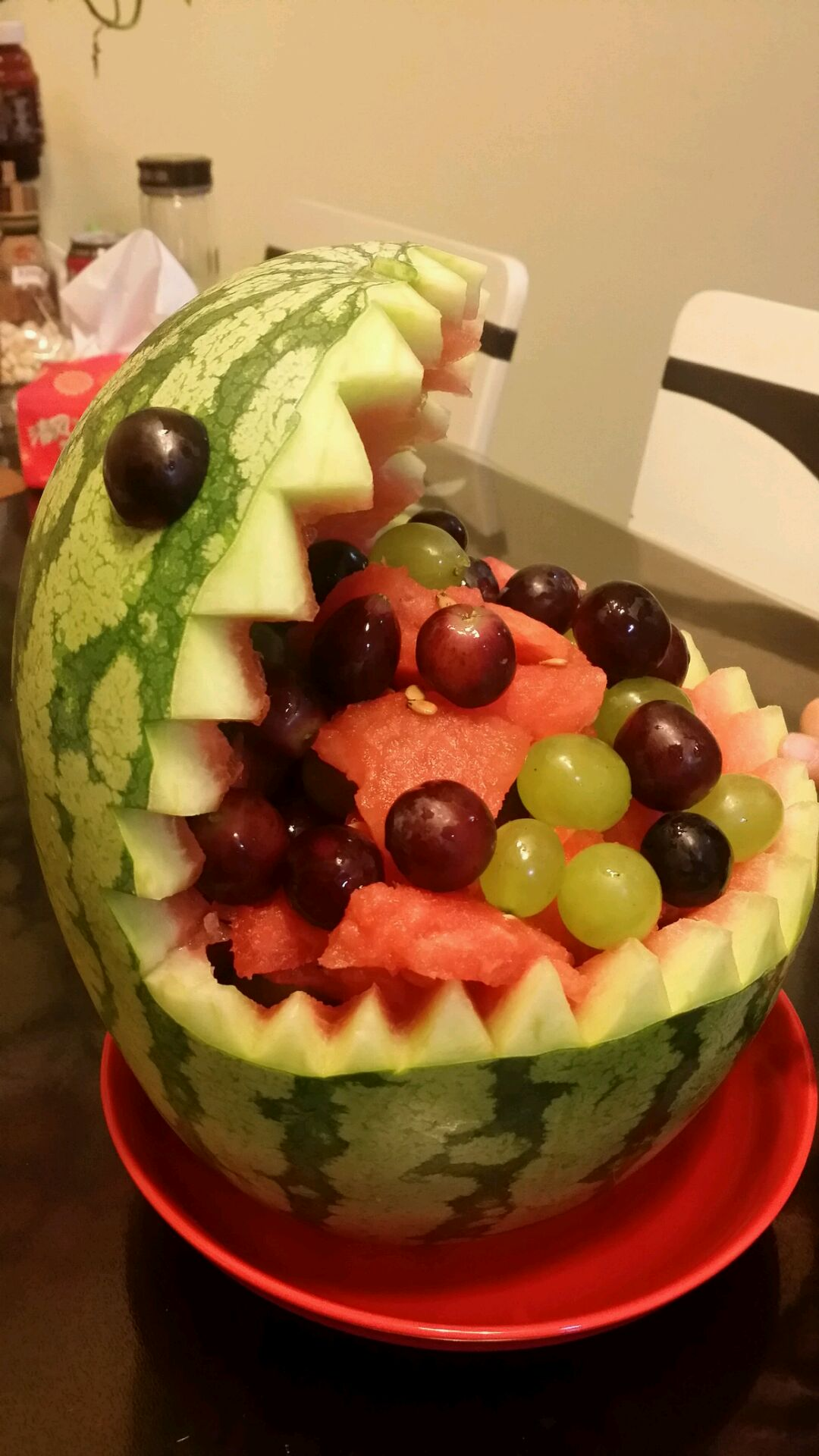 鲨鱼西瓜果盘的做法图解4