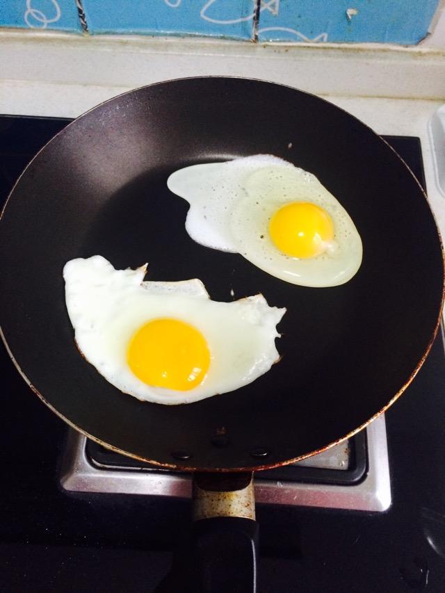 美味火腿煎蛋三明治的做法步骤