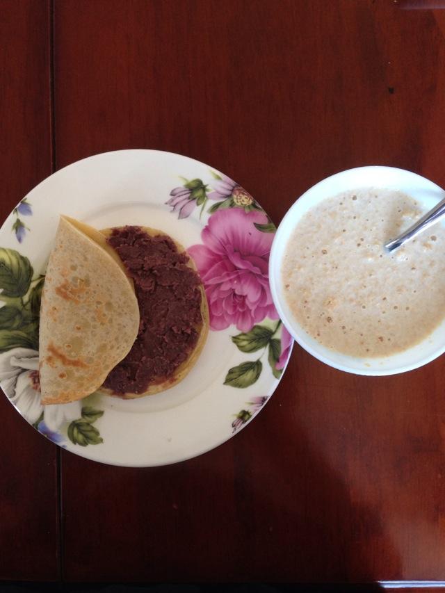牛奶/营养早餐1 牛奶鸡蛋小饼+牛奶麦片