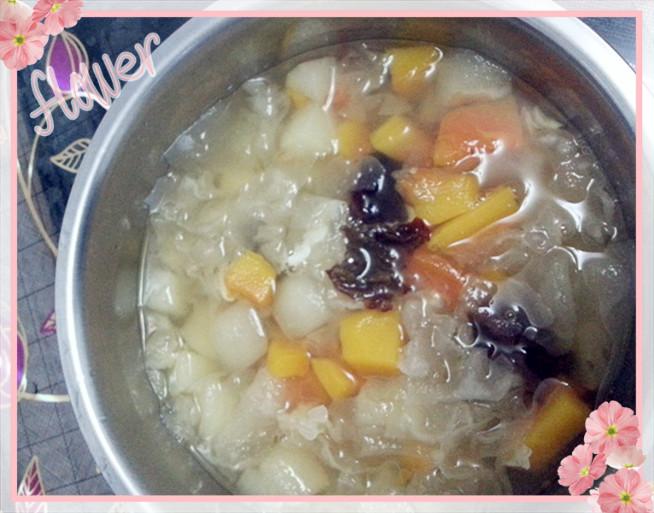 甜梨木瓜银耳汤的做法
