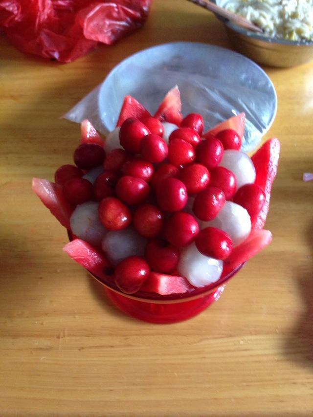 樱桃荔枝水果拼盘