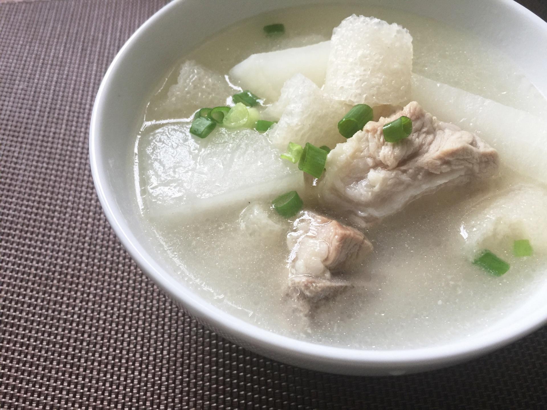 竹荪萝卜排骨汤的做法图解7