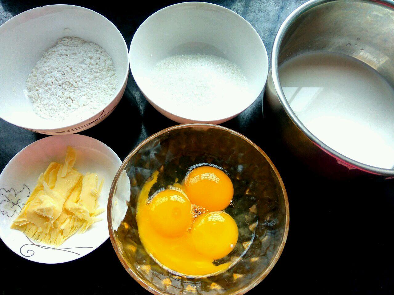 自制蛋奶羹酱的做法图解1