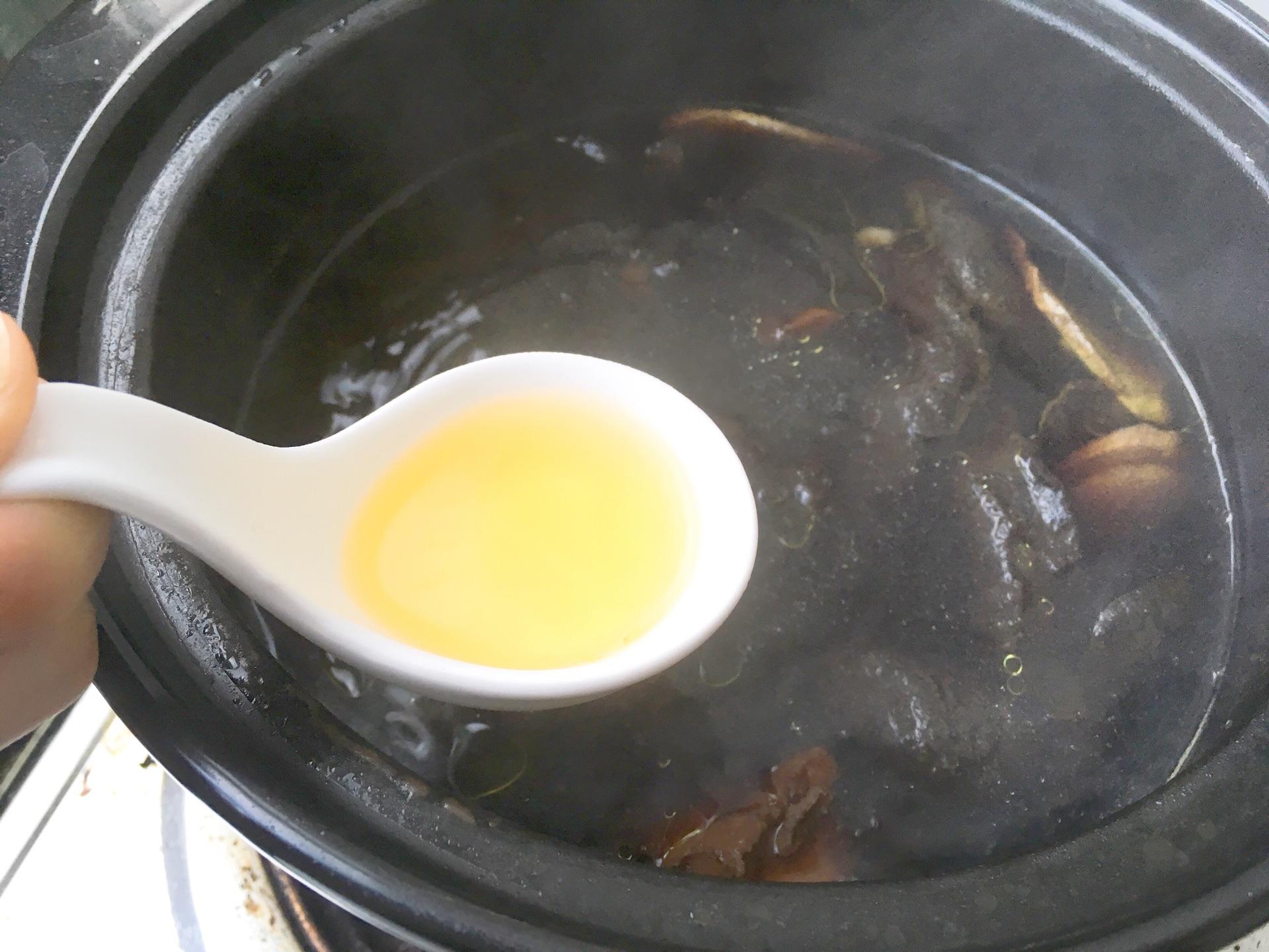 生熟地龙骨汤的做法图解7