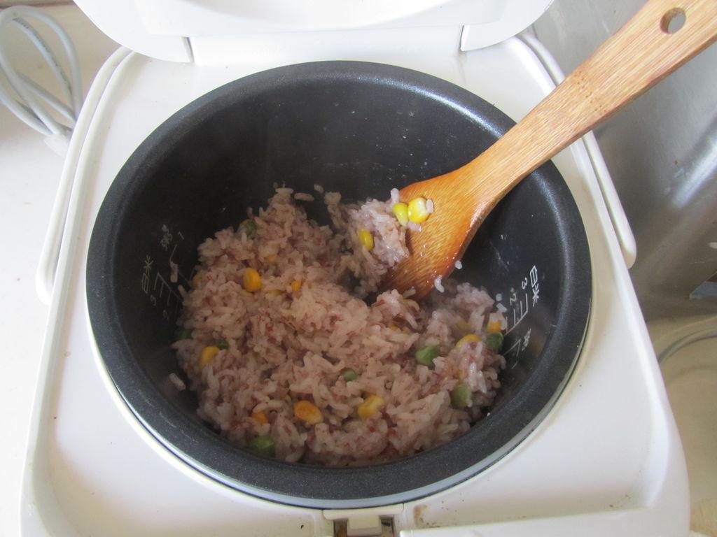 火腿红米肉松饭团的做法图解4