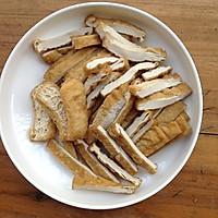 家常菜:蒜苗豆干炒肉丝的做法图解3
