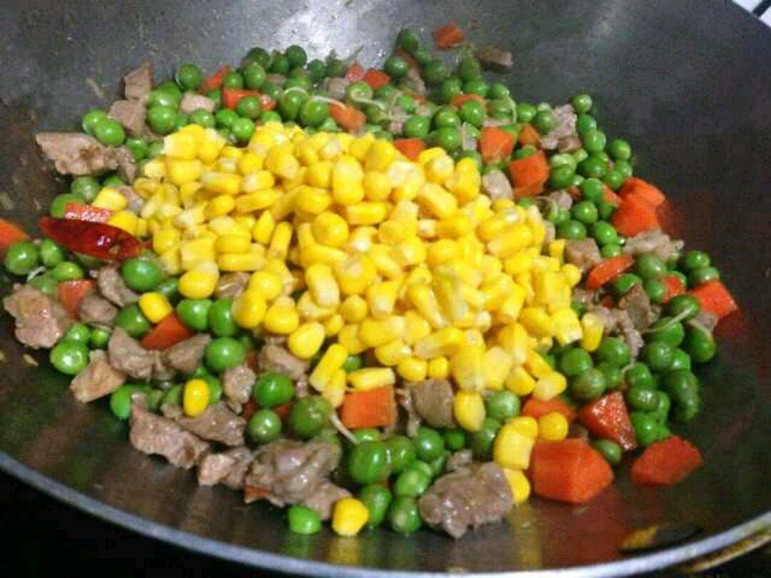 豌豆胡萝卜玉米粒的做法图解5