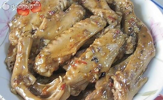 蒜蓉豆豉焖鸭翅的做法