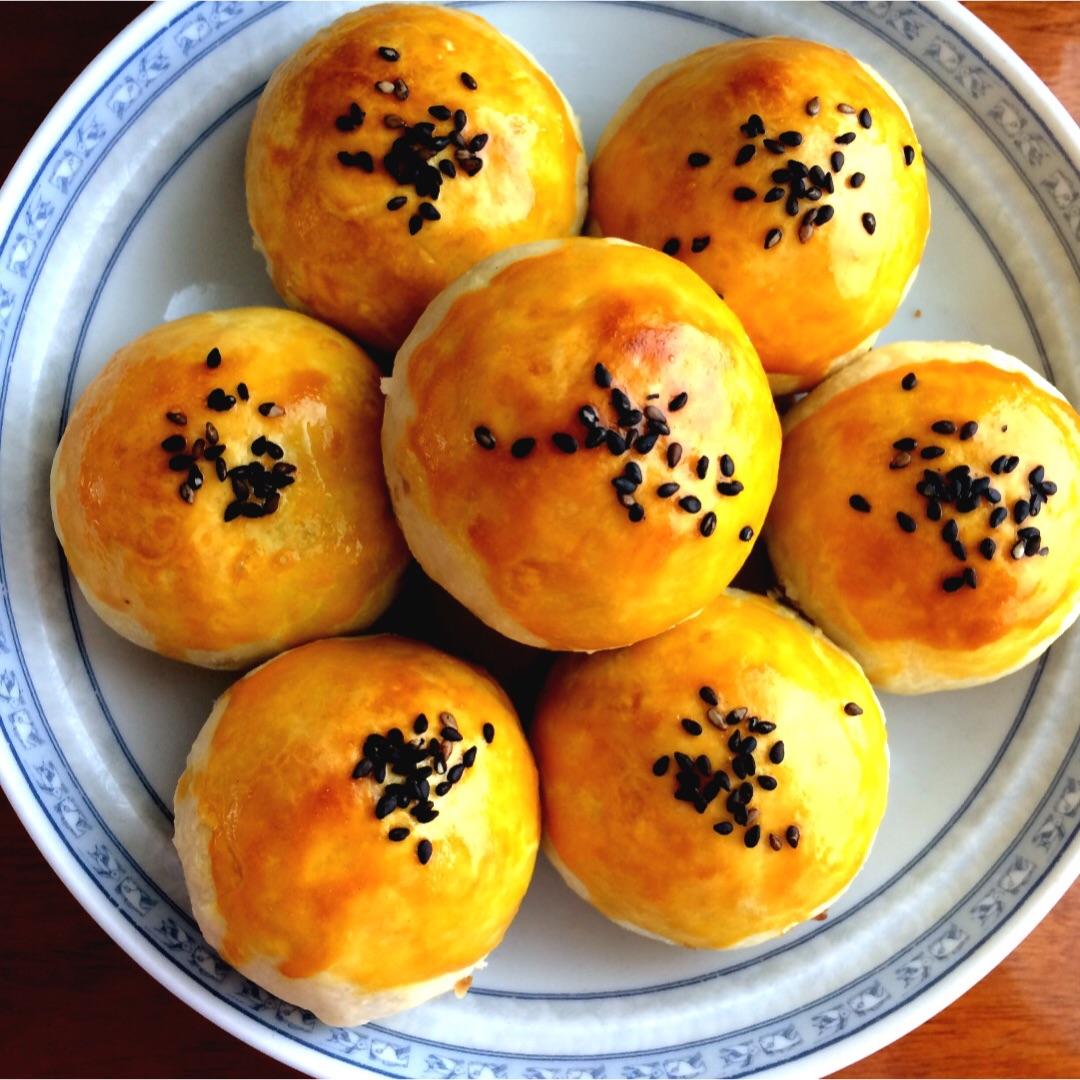 中式点心蛋黄酥图片
