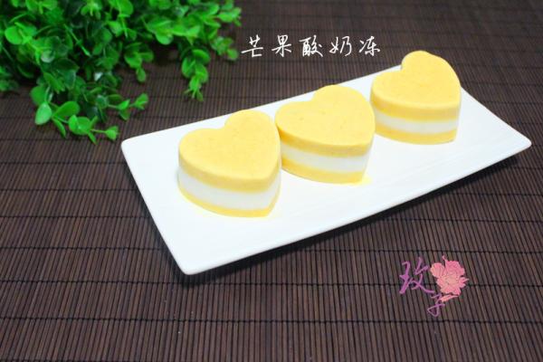 不用烤箱的夏季甜品—芒果酸奶冻的做法