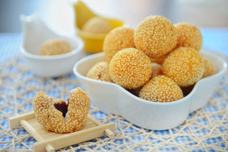 炸糯米球_(展开)        从小就喜欢糯米制品,从家乡的糖油粑粑到广州的麻球都