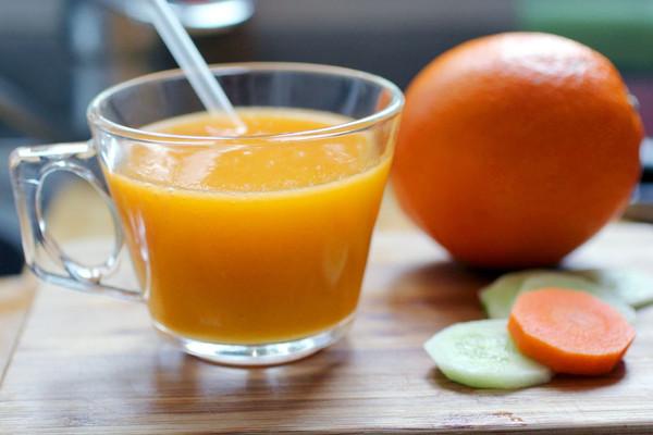芒果综合蔬果汁的做法