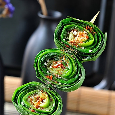 春天最水灵的养生菜--卷起来吃的烤韭菜