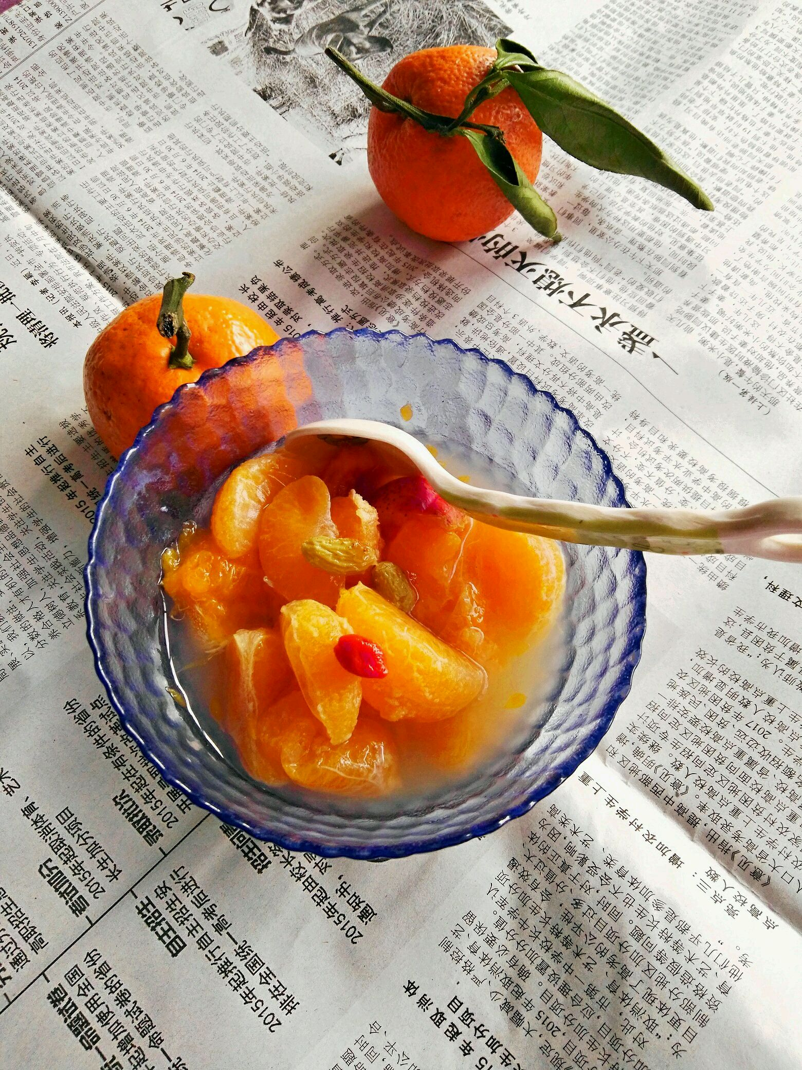 山楂三个 枸杞适量,点缀一下 葡萄干适量 橘子罐头的做法步骤