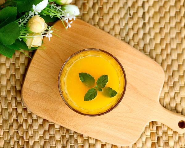 雪梨鲜橙汁