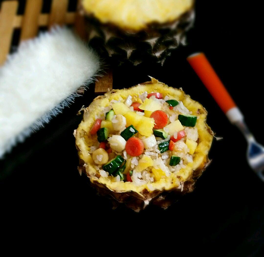 炒菜煲汤临锅时加入提鲜不口干 菠萝饭的做法步骤 小贴士 选熟好菠萝