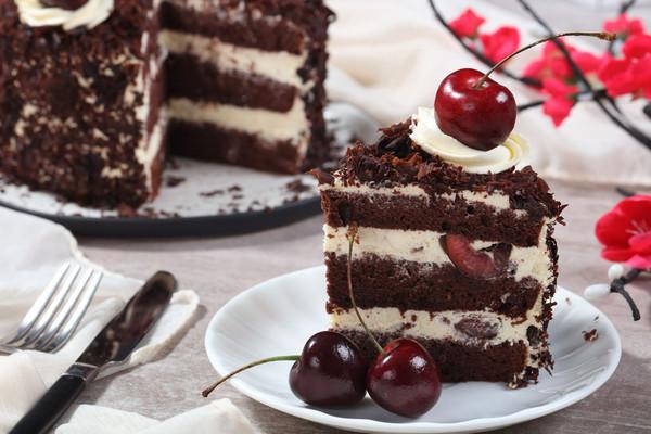 黑森林蛋糕:樱桃酒是她的灵魂