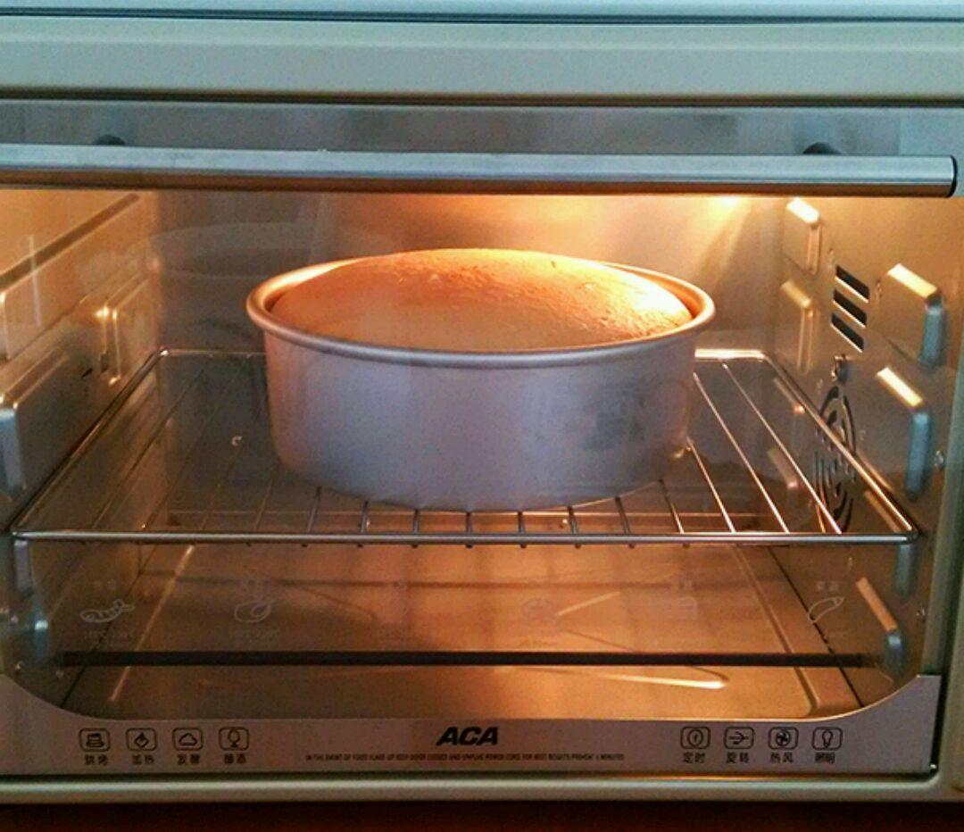 放入预热好的烤箱中,温度115度,时间调至55分钟,再换150度烤约15—20