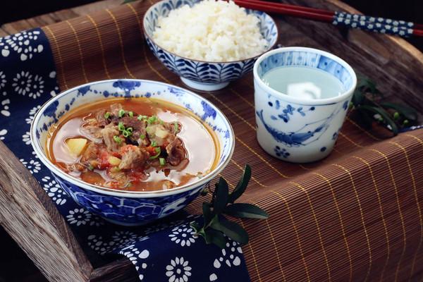 西红柿土豆牛肉汤的做法