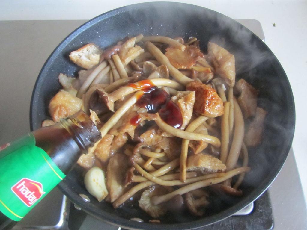 茶树菇豆腐泡五花肉