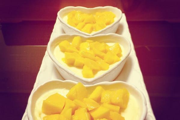 布丁制作简便 口感爽滑 甜度适中 又兼具了芒果的清香 再配上可爱的