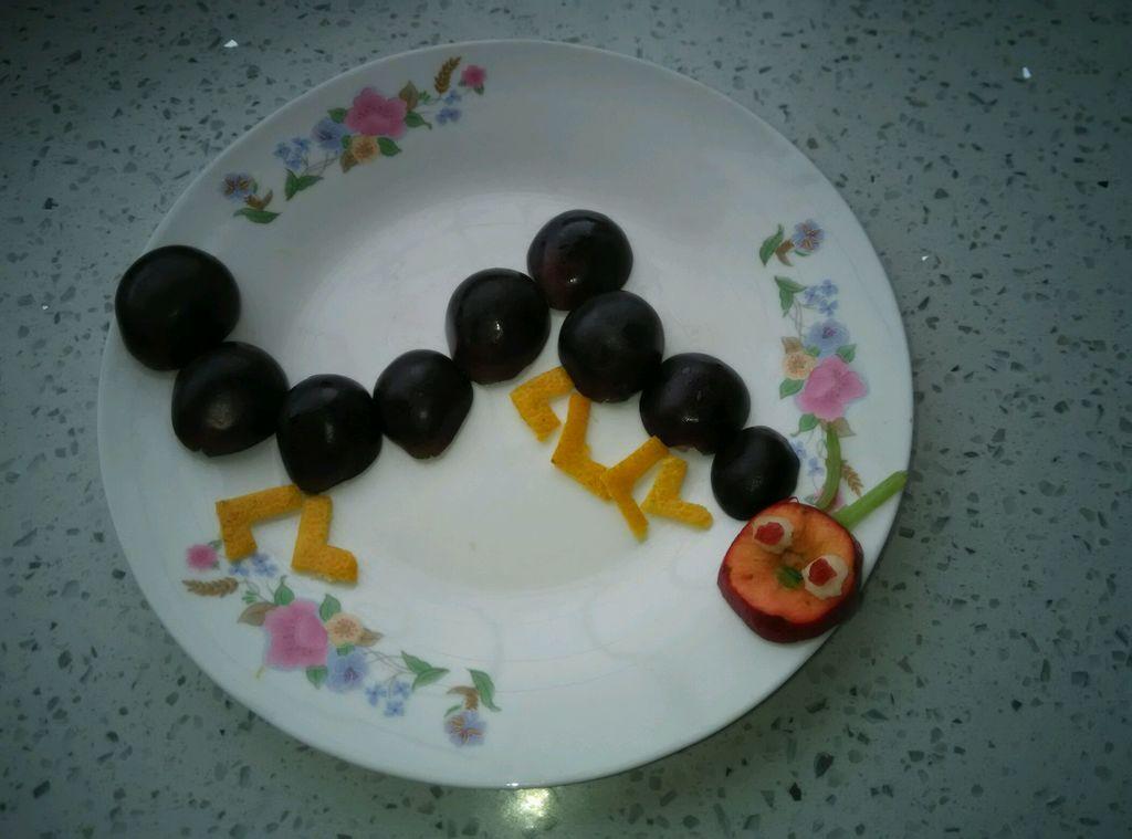 幼儿园葡萄拼盘