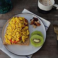 健康减脂早餐—牛油果鸡蛋吐司