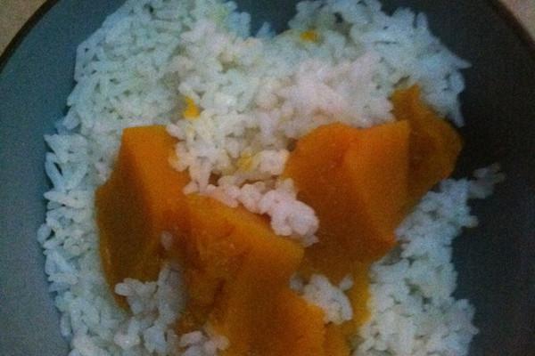 主料 大米 辅料   老南瓜 南瓜米饭的做法步骤 南瓜米饭的做法