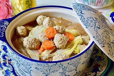 今天想喝汤:肉丸蔬菜粉丝汤