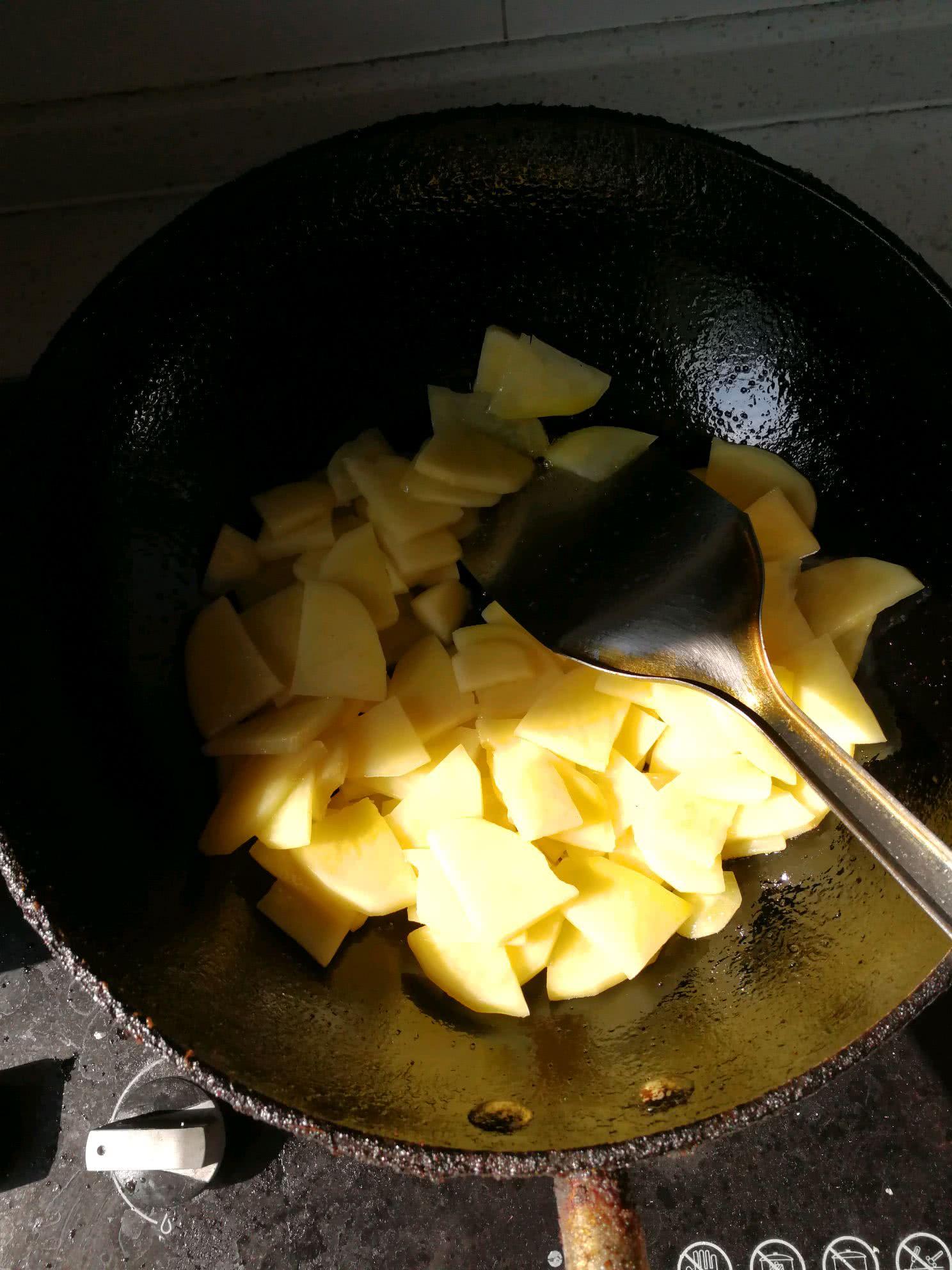 土豆片炒韭菜的做法步骤