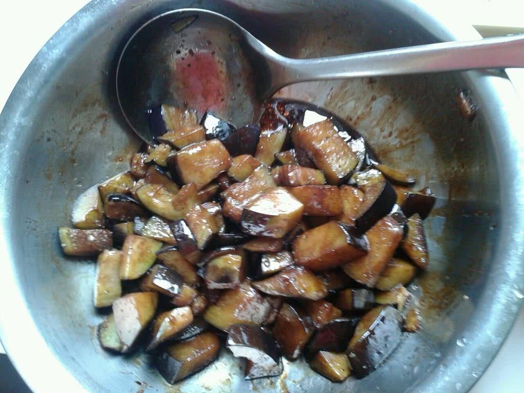 茄子肉丝盖浇饭的做法_【图解】茄子肉丝盖浇饭怎么做