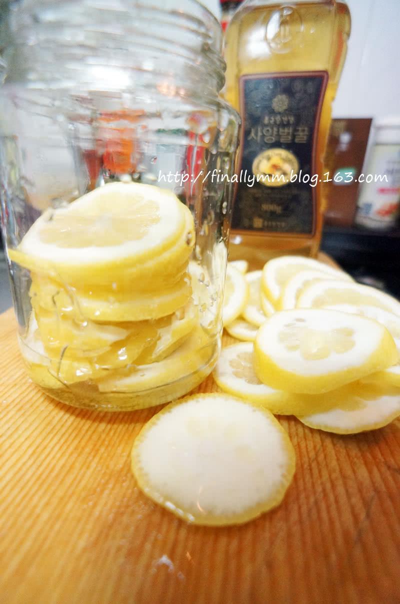 夏日健康減肥飲品:釀製新鮮檸檬蜂蜜茶的做法圖解4