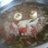 枸杞百合莲子蒸肉饼汤
