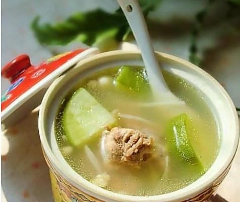 腊鸭腿煮萝卜汤的做法