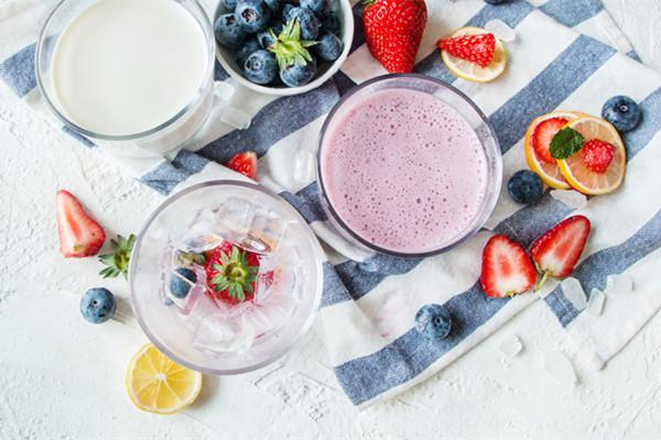 莓粒俏佳人——莓莓奶昔