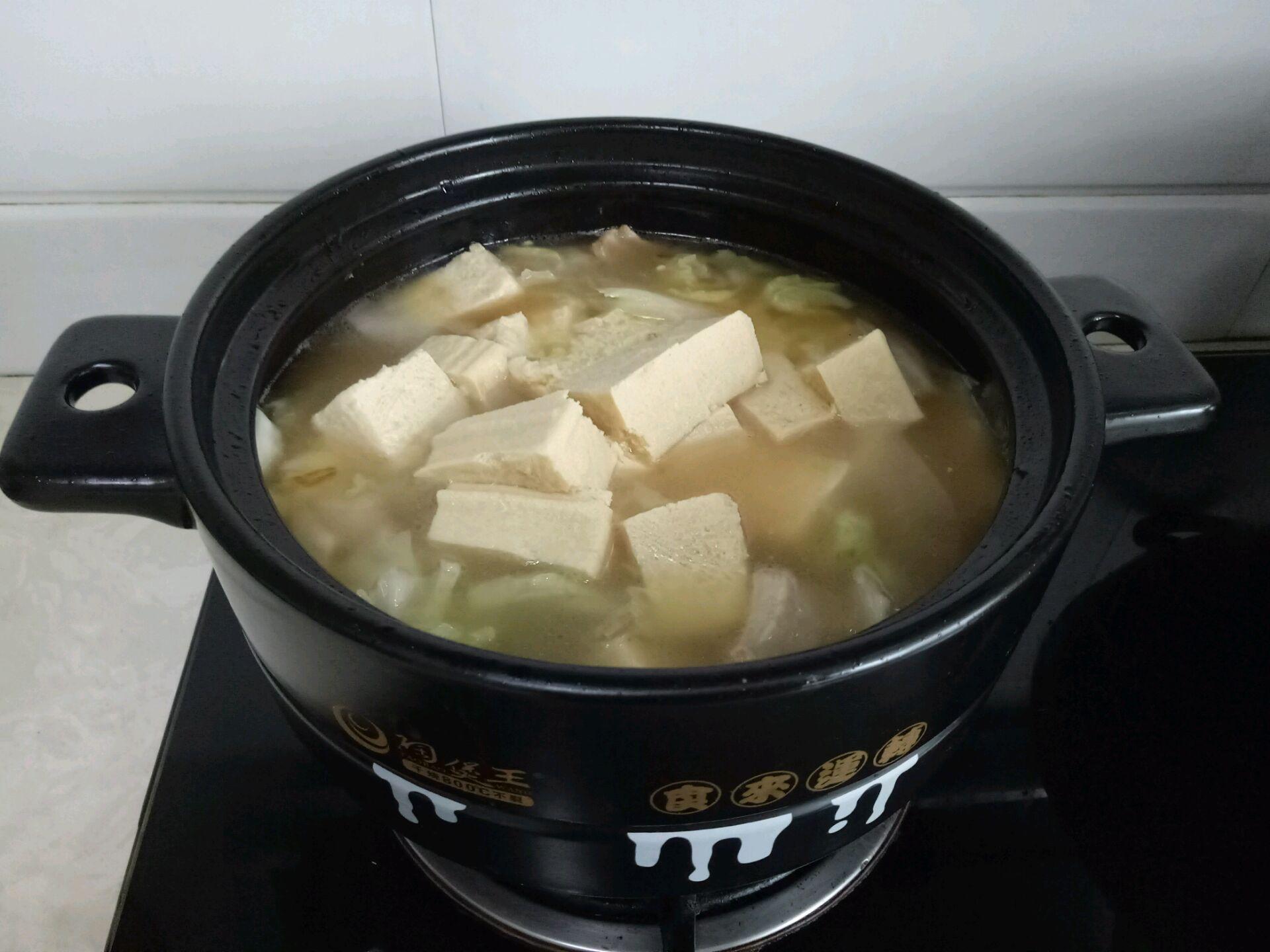 砂锅白菜五花肉炖冻豆腐的做法步骤